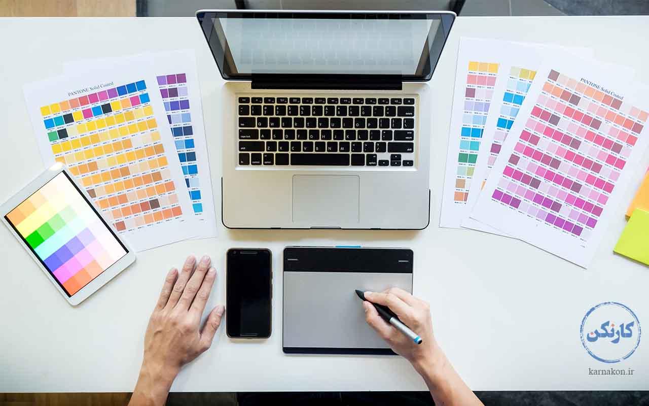 طراحی گرافیک یکی از مشاغل تابستانی برای یک دانشآموز دختر است.