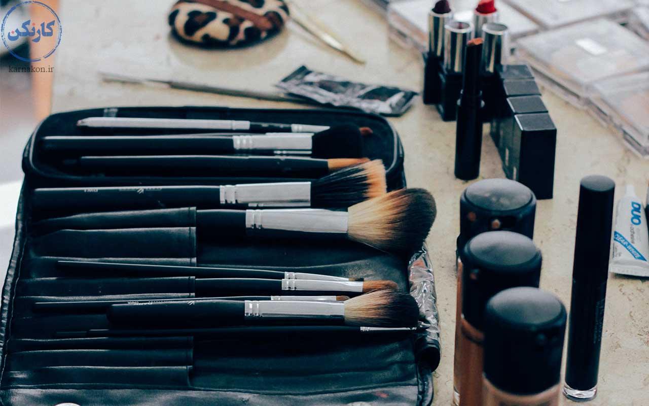میکاپ آرتیست - کارآفرینی با سرمایه کم برای بانوان-ناخن کاری