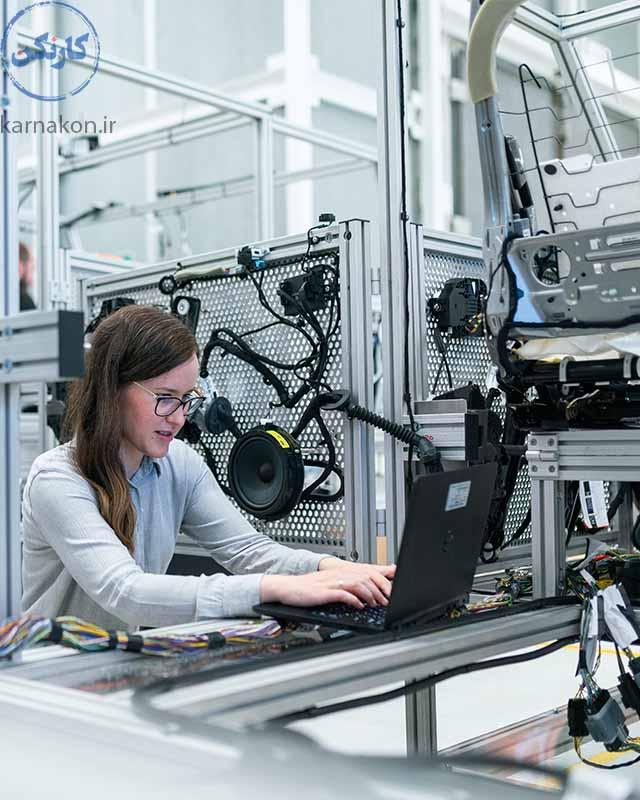 از دیگر رشته هایی که آینده شغلی خوبی دارند، مهندسی صنایع است