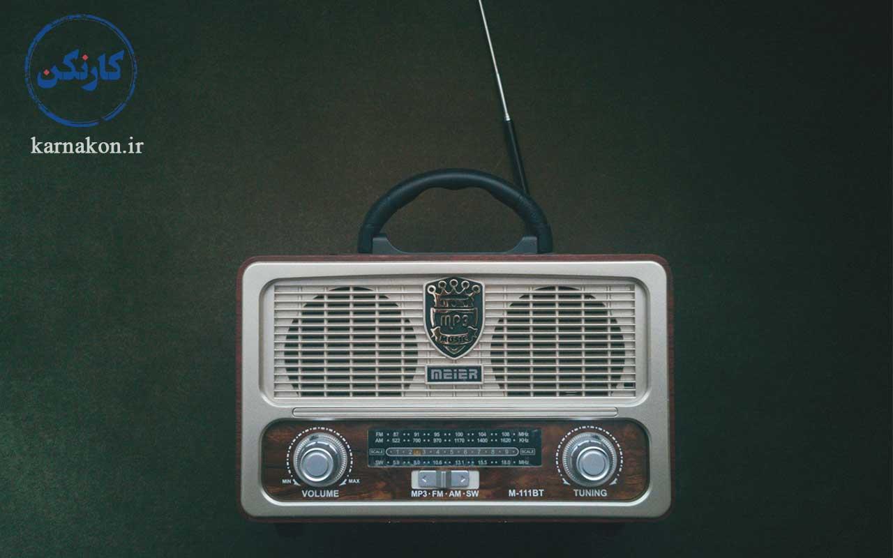 مورد بررسی قرار دادن تفاوت رادیو و پادکست در مقاله چگونه پادکست گوش کنیم