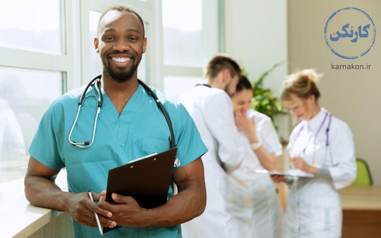 با افزایش سن جوامع نیاز به پرستاران متخصص افزایش یافته است و این یک فرصت برای مهاجرت پیراپزشکان است.