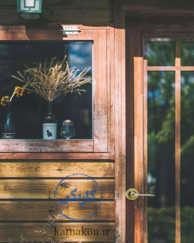 یکی از ایده های قهوه فروشی ، استفاده از دکوراسیون تمامچوب است که در معماری داخلی و خارجی بسیارمحبوب است.