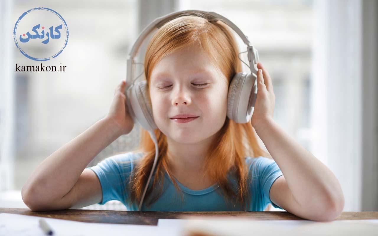 چگونه لیسنینگ را قوی کنیم؟ تمرین لیسنینگ با برنامه مدون و منظم برای یادگیری زبان در منزل